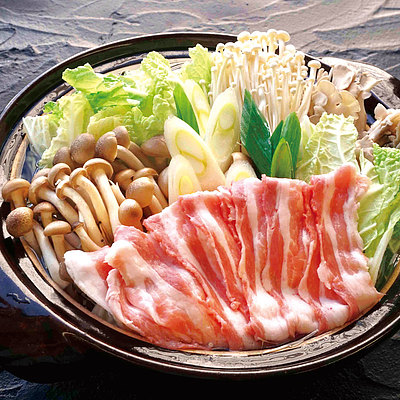 【送料込み!】【お取り寄せ】 下田さん家の豚バラ肉と3種きのこのあごだし鍋セット (うどん入り) 3~4人前 【G】 | 消費期限:出荷日含む4日 / 着日指定必須